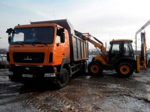 Zavertyayeva-Omsk-Stroitelstvo-kanalizatsii-s-ochistnymi-sooruzheniyami-Beaver-kran-pogruzchik